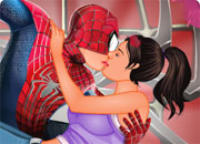 Spiderman Kissing 2